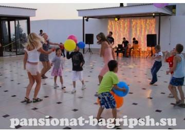 Пансионат «Багрипш»,  дискотека на открытой площадке
